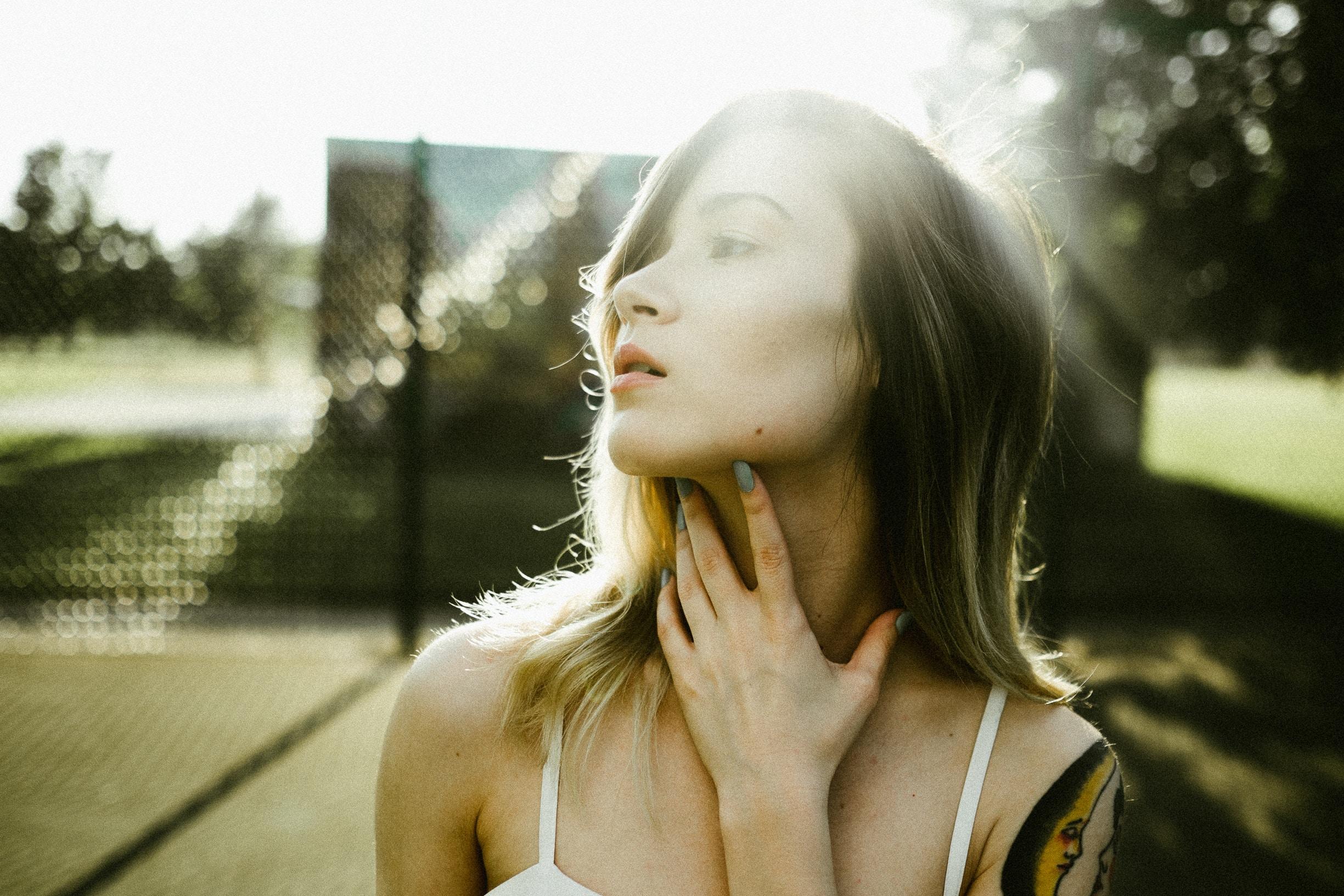 girl with hashimoto thyroiditis